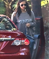 3D0E660400000578-4213056-Her_baby_bump_was_visible_under_the_loose_sweatshirt_although_ne-a-62_1486755006139.jpg