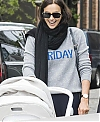 Irina-Shayk-with-her-daughter-Lea-out-for-a-walk-in-New-York-City-1_b3f39ac6cedfa7505d84a263d6e81d82.jpg