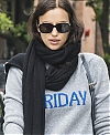Irina-Shayk-with-her-daughter-Lea-out-for-a-walk-in-New-York-City-2_023dc3a642e1f6901cdaeb7305376bde.jpg