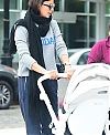 Irina-Shayk-with-her-daughter-Lea-out-for-a-walk-in-New-York-City-5_84588c9a620fd169559ac51d1c3a727e.jpg