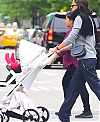 Irina-Shayk-with-her-daughter-Lea-out-for-a-walk-in-New-York-City-6_aae0b6ea6af0a8d559fd4a857292cabe.jpg