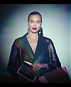 Irina_Shayk_Meets_The_Suzy_Handbag_mp40005.jpg