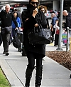 Irina_Shayk_seen_at_LAX_exVsXhZ8wnZx.jpg
