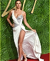 irina-shayk-fashion-awards-2017-05_4692656bc22c73c2e3fbb713b1f671cc.jpg